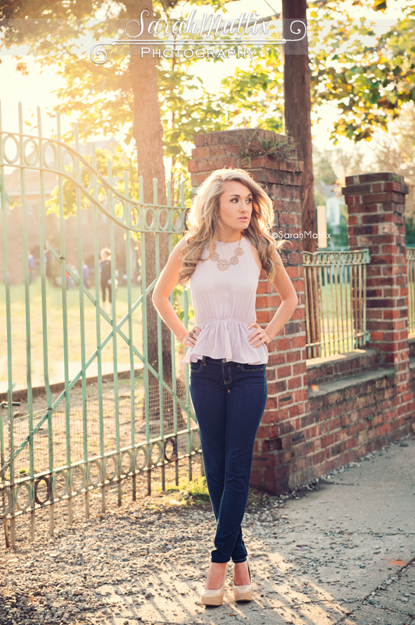 Outfit Ideas For Senior Pictures Pictures to pin on Pinterest